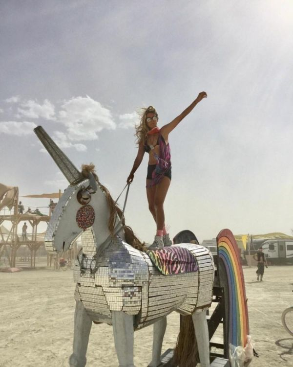 Hot Girls Of The Burning Man Festival (26 pics)