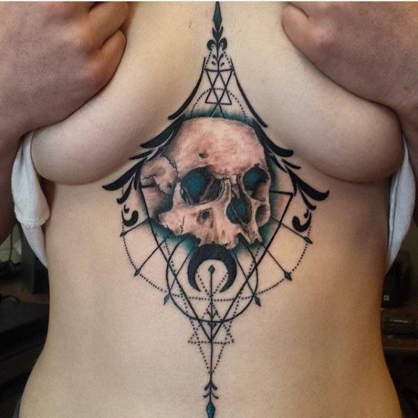 Girls With Underboob Tattoos (29 pics)