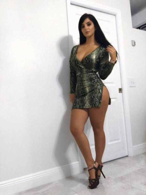 Hot Girls In Tight Dresses (40 pics)