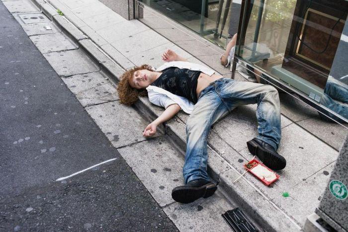 Drunk People in Japan (10 pics)