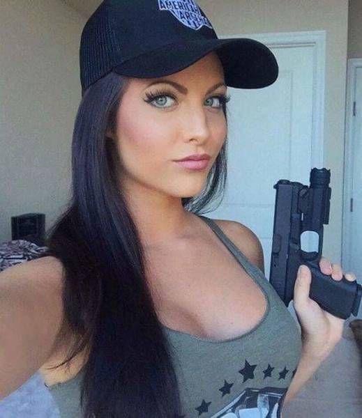 Hot Girls Holding Big Guns 31 Pics-6080