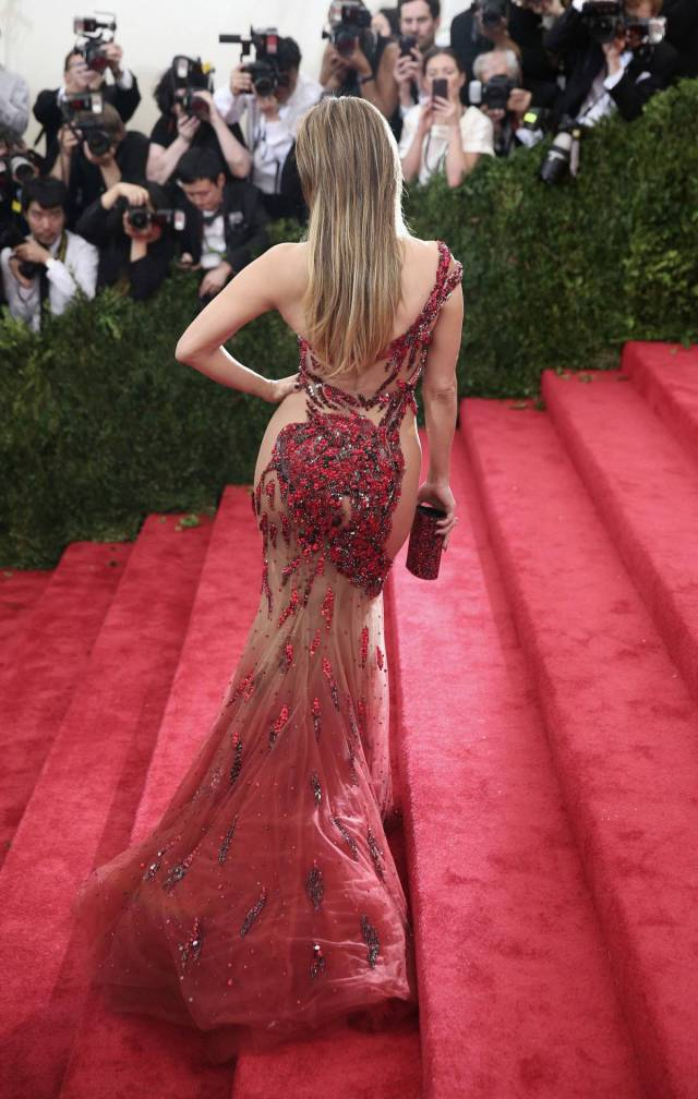 Celebs In Sexy Dresses (34 pics)