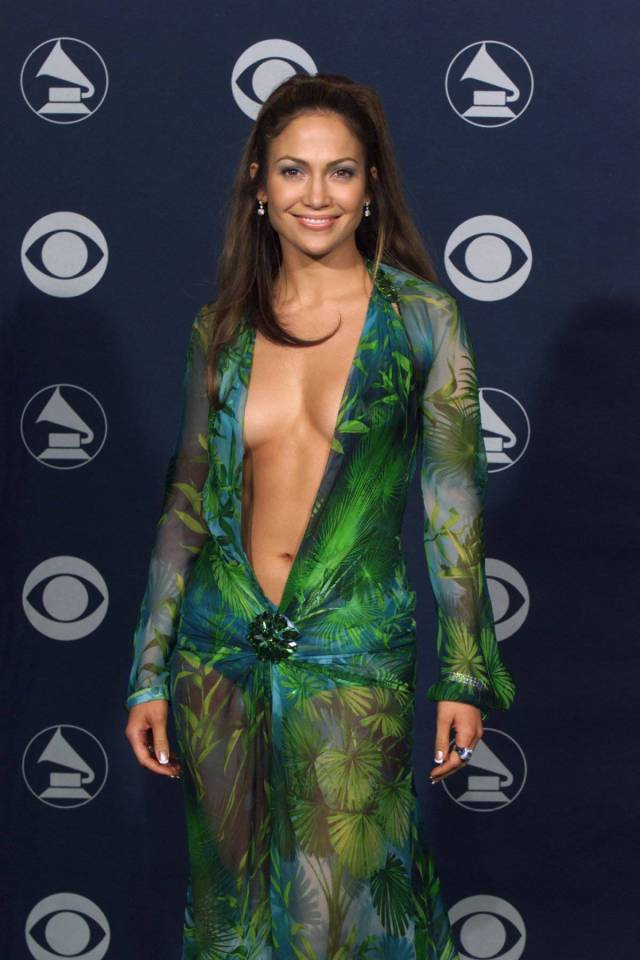 Celebs In Sexy Dresses (34 pics)