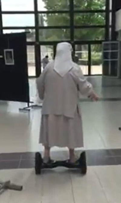 Nuns Have Fun (12 pics)