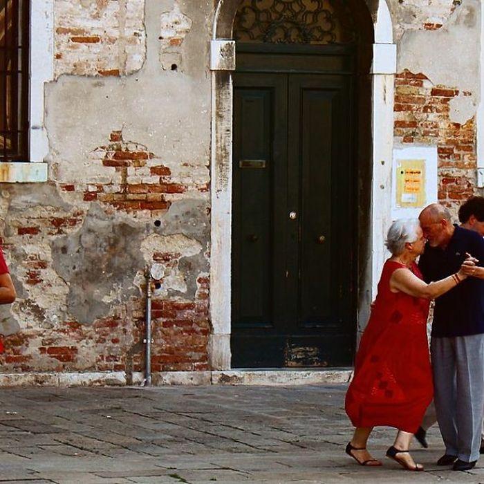 Seniors In Love (20 pics)