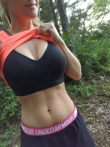 Hot Girls In Sports Bras (27 pics)
