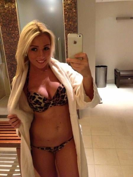 Girls in Towels (26 pics)