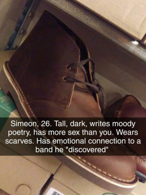 Bored Shoe Salesman Can Tell Everything About You Judging Only By Your Shoes (14 pics)