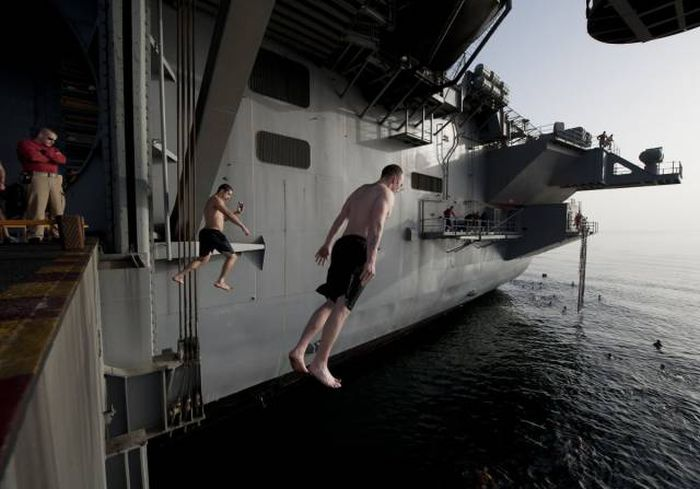 Marines Always Swim In The Best Of Places (21 pics)