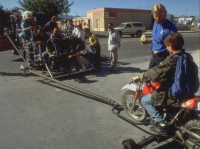"""Behind-The-Scenes Shots From """"Terminator 2""""  (39 pics)"""