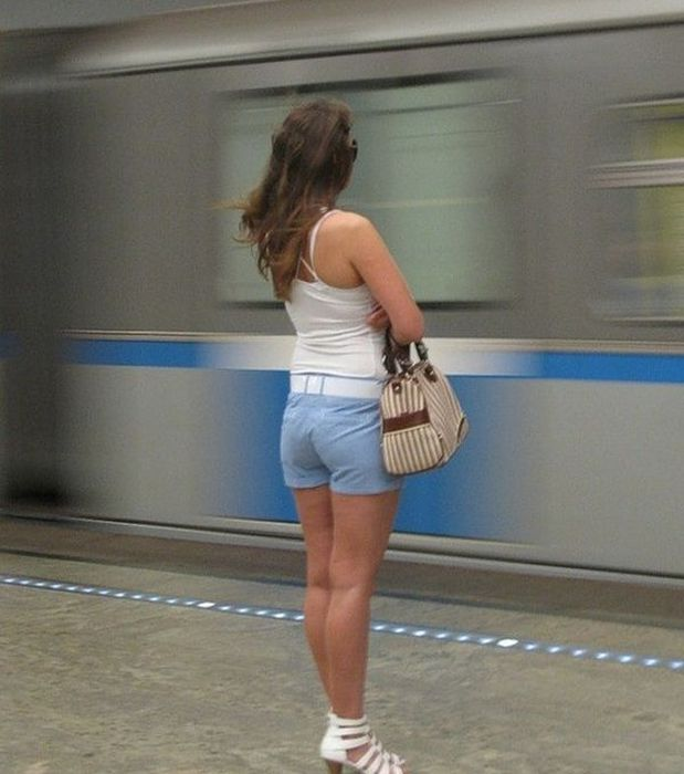 Girls In The Russian Subway (29 pics)
