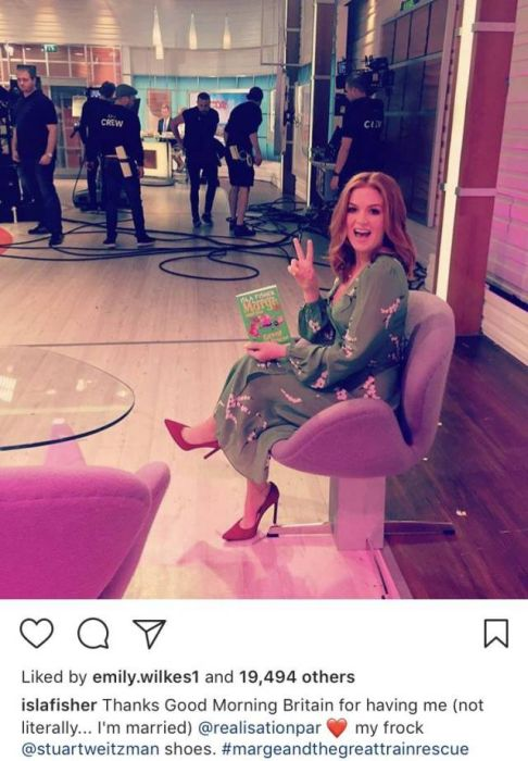 Isla Fisher Gets All The Instagram Captions Right (16 pics)