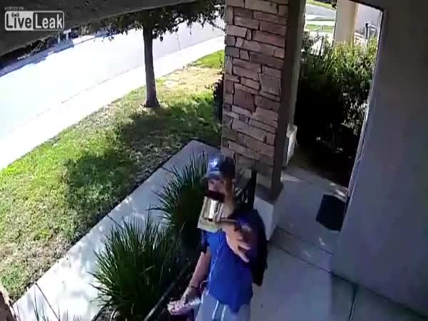 Honest Teen Returns Wallet With $1,500 Inside to The Owner