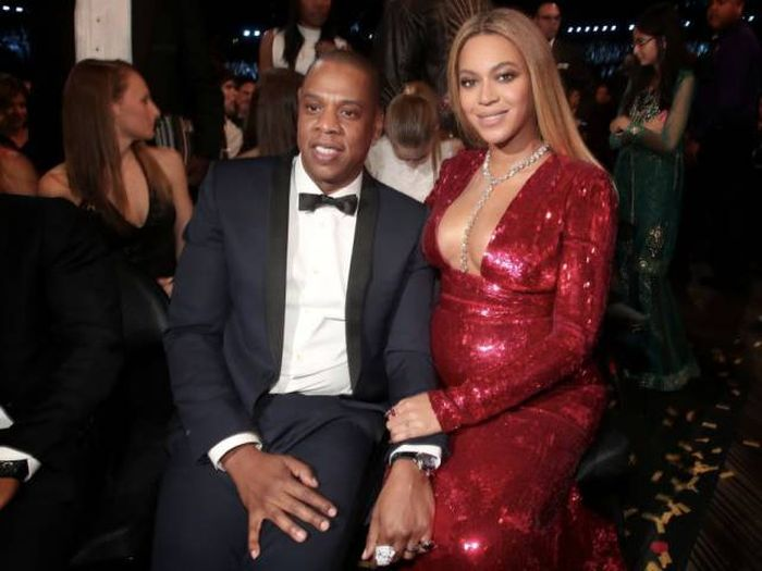 Celebrity Couples Don't Think That Age Gap Is A Problem (32 pics)