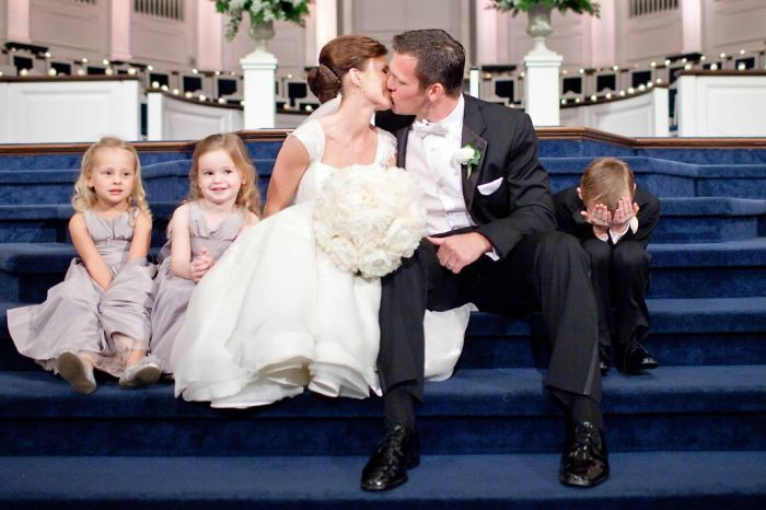 Hilarious Pics Of Kids At Weddings (26 pics)