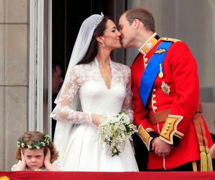 Hilarious Pics Of Kids At Weddings (26 pics)