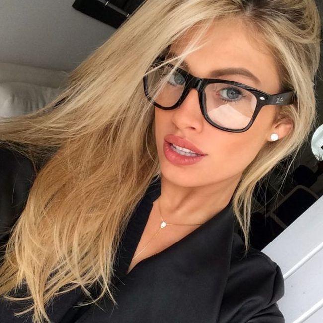Hot Girls In Glasses (38 pics)