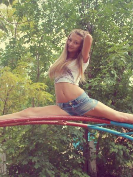 Pretty Girls Outdoor (34 pics)