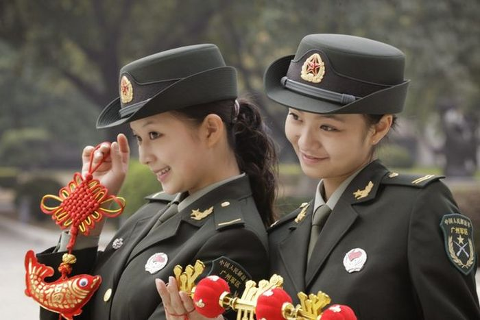 Army Girls Of China (13 pics)