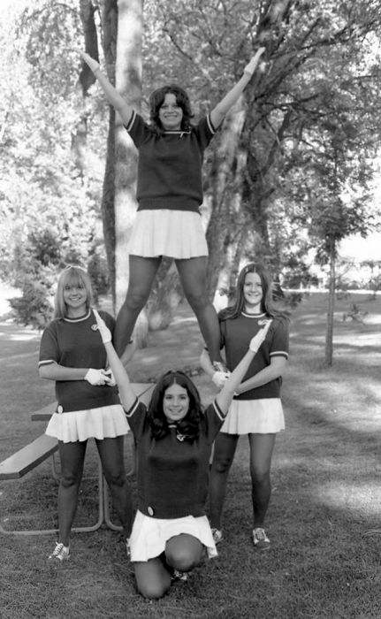 Cheerleaders Of The 70s and 80s (32 pics)