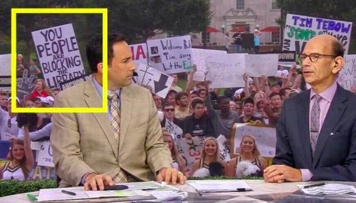 The Best College GameDay Signs (27 pics)