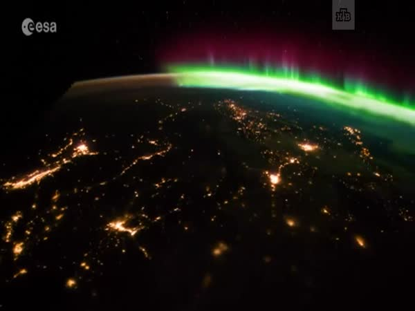 Great View of Northern Lights From Space