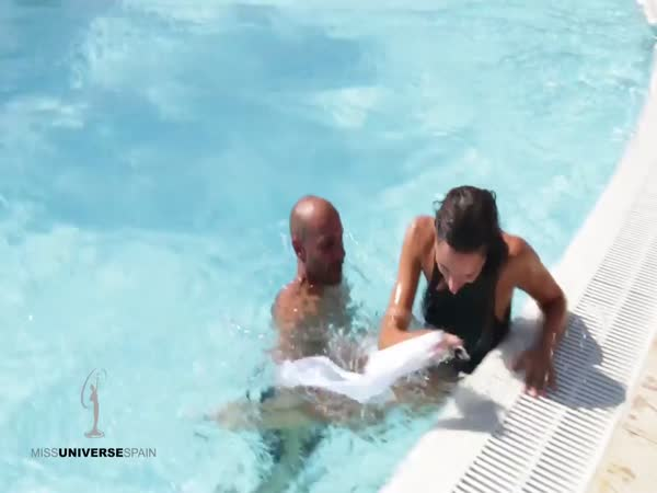 Miss Spain 2017 Contestant Falls in Swimming Pool