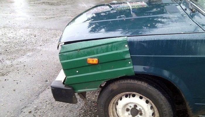 Awkward Car Repairs (25 pics)