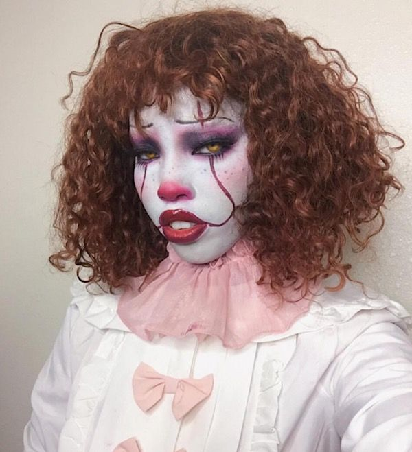 Female Pennywise Cosplay (22 pics)