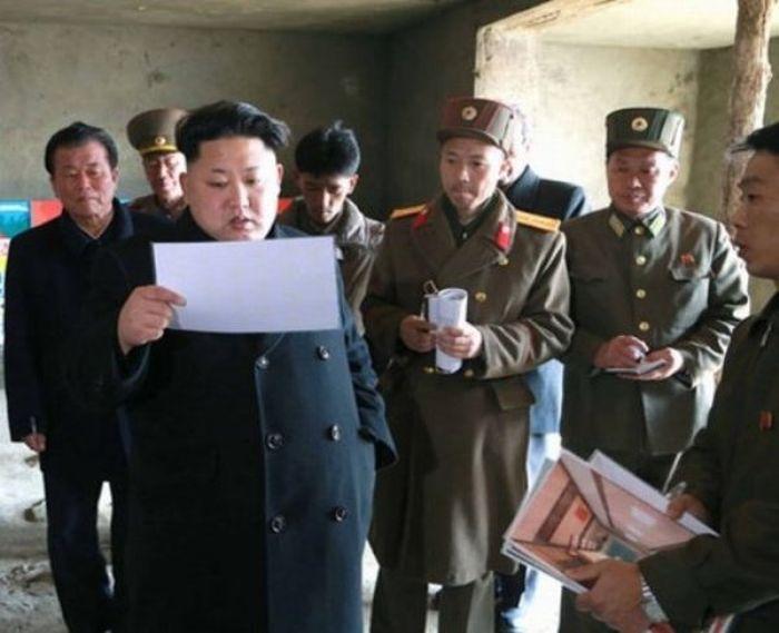 Kim Jong-Un Can't Stop Looking At Food (21 pics)