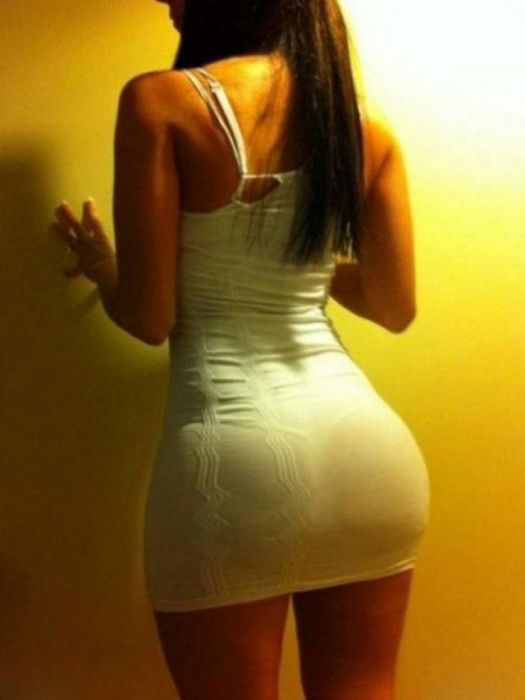 Hot Girls In Short Dresses (41 pics)