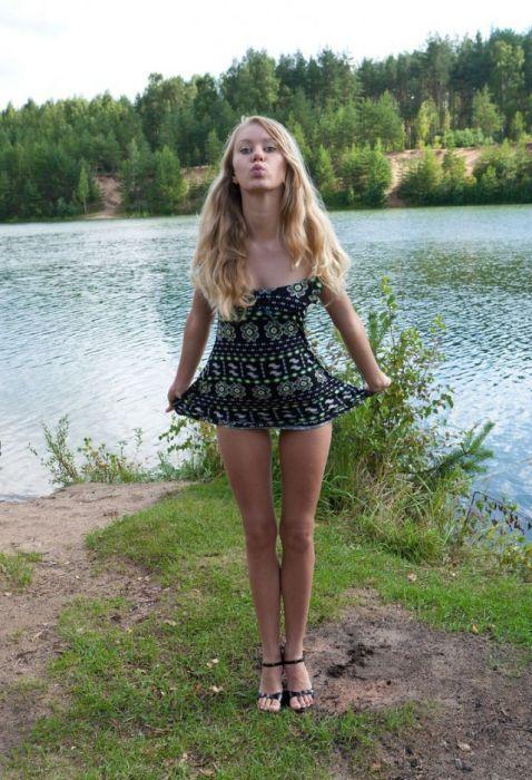 Hot Girls In Short Dresses 41 Pics-9205