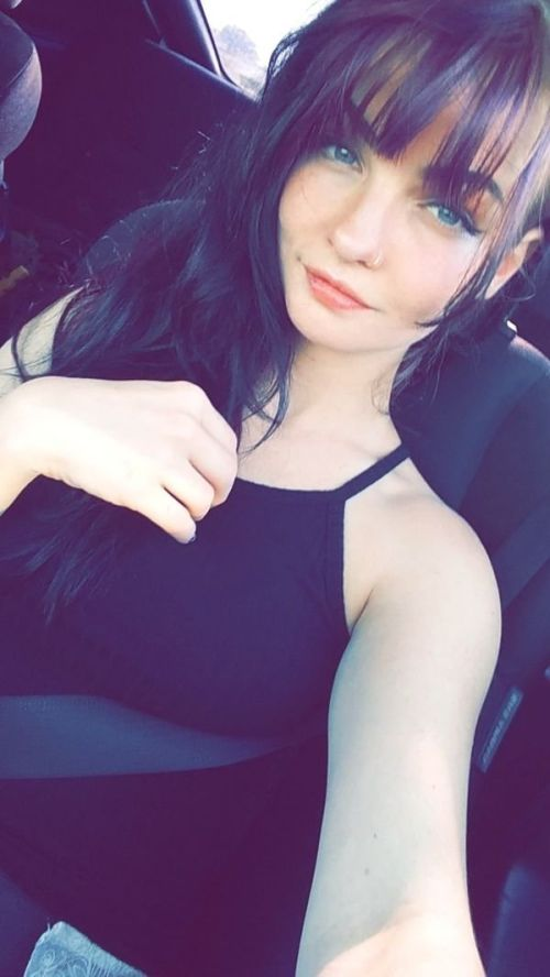 Cute Girls Taking Selfies (30 pics)