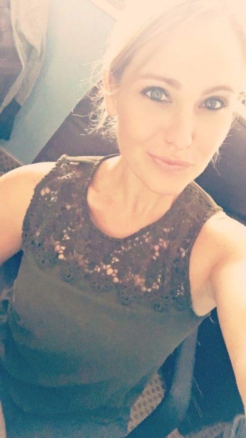 30 Cute Summer Outfits For Teen Girls: Cute Girls Taking Selfies (30 Pics