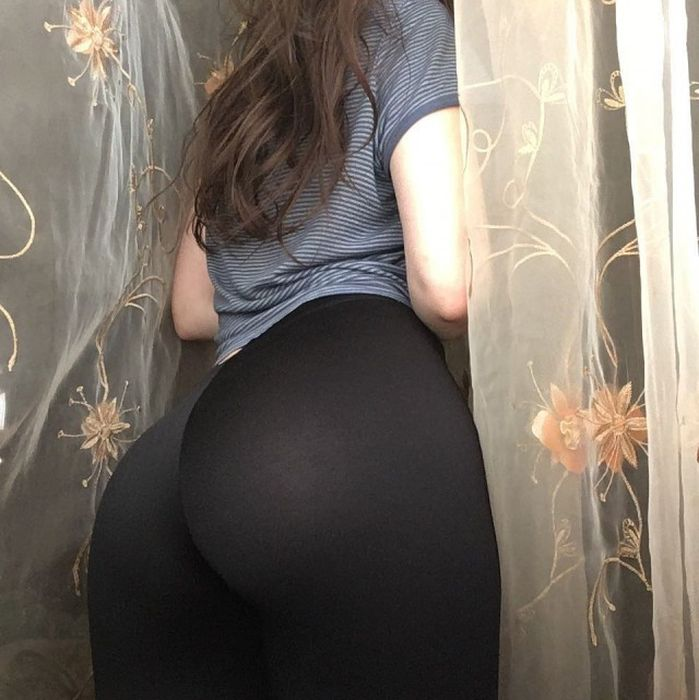 Girls in Tight Pants (30 pics)