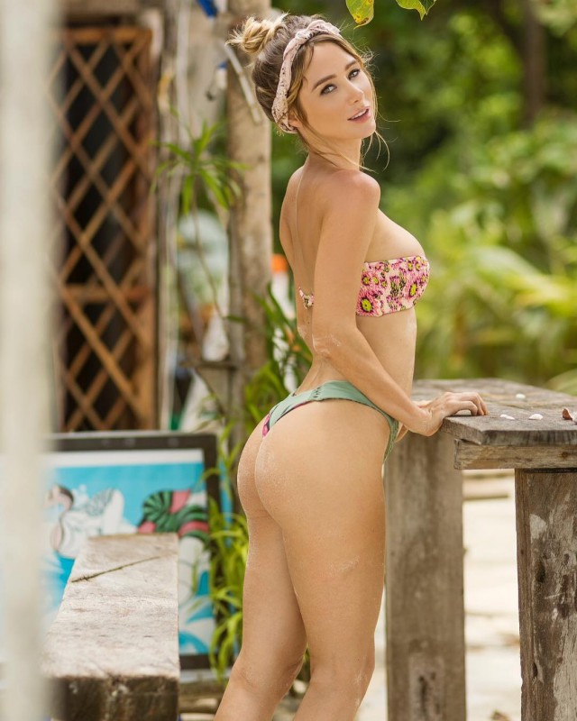 Very Hot Sarah Underwood Instagram Photos (25 pics)