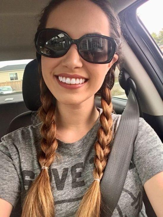 Cute Girls Taking Car Selfies (33 pics)