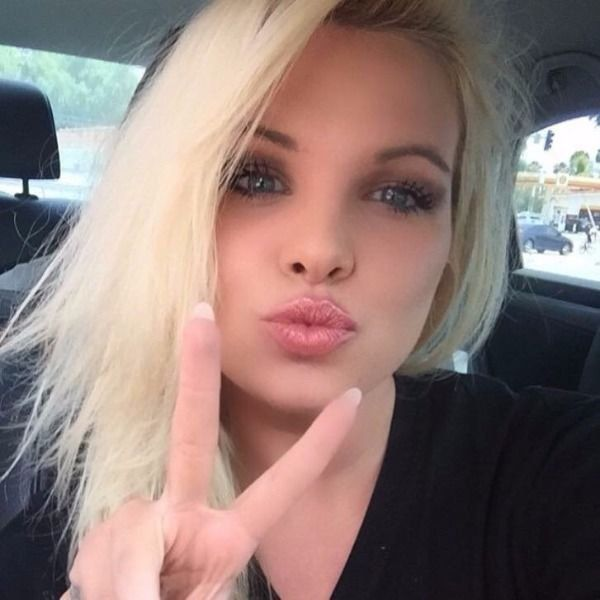 Cute Girls Taking Car Selfies (33 pics)