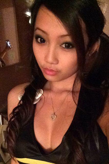 Hot Asian Girls (44 pics)