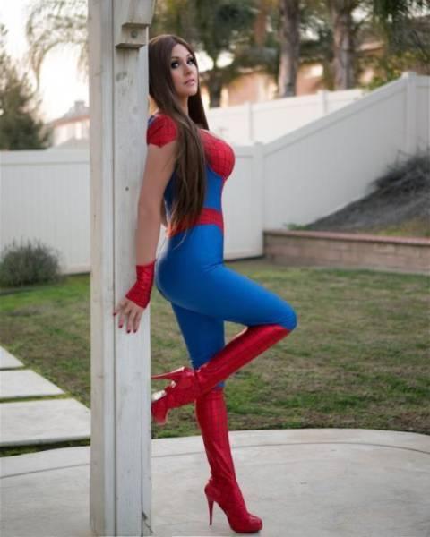 Hot Cosplay Girls (35 pics)
