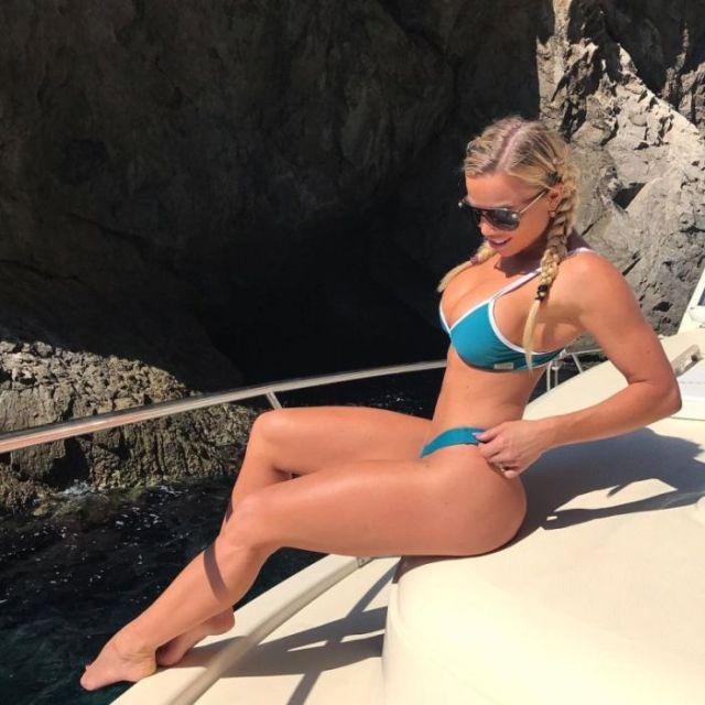 Lauren Denn Is A Very Hot Nurse (12 pics)