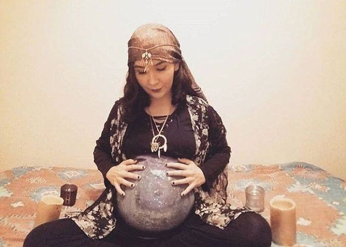 Pregnant Girls Are Very Creative On Halloween (13 pics)