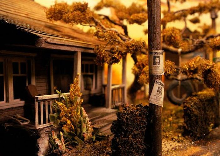 Scary But Awesome IT Diorama Made From An Old Radio (23 pics)