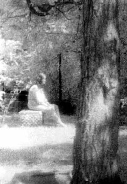 Creepy Ghost Photos (21 pics)