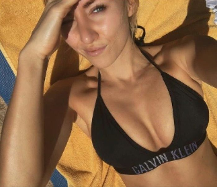 Selfies Of Hot Girls (48 pics)
