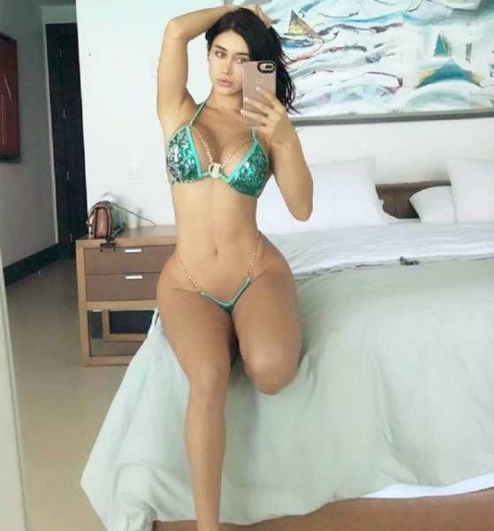 Very Hot Girls (39 pics)