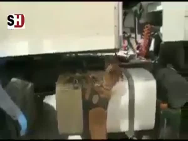 Custom Officers Found The Hidden Smuggling Money In Truck