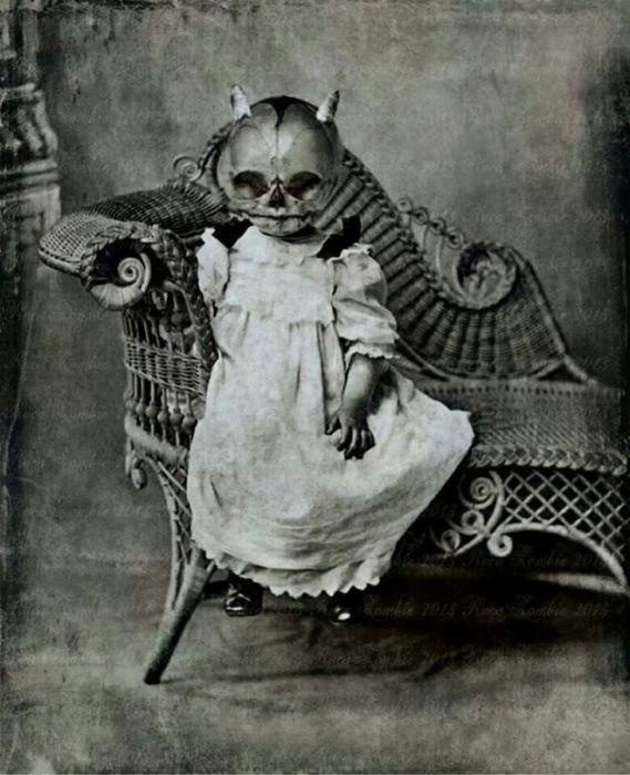 Creepy Vintage Halloween Costumes (20 pics)