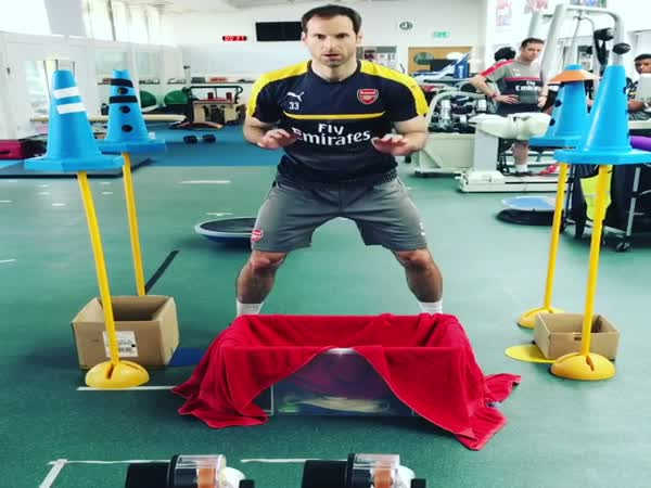 Arsenal Goalie Petr Cech Uses Ping Pong Machine For Hand-Eye Coordination