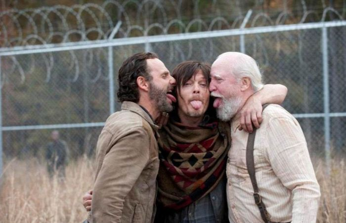 Walking Dead Cast Laughing Behind The Scene (21 pics)
